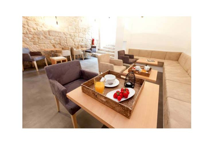 Breakfast - In Patio Guest House - Oporto