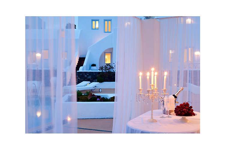 Restaurant at night - Aria Suites - Fira