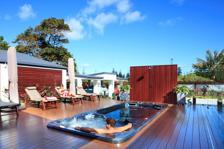 Deck and SwimSpa - The Tin Sheds - Burnt Pine