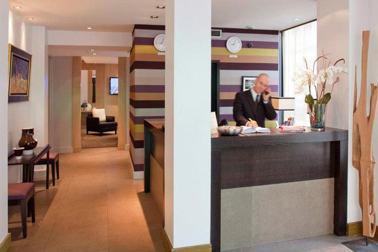 Front Desk - Hotel Duret - Paris