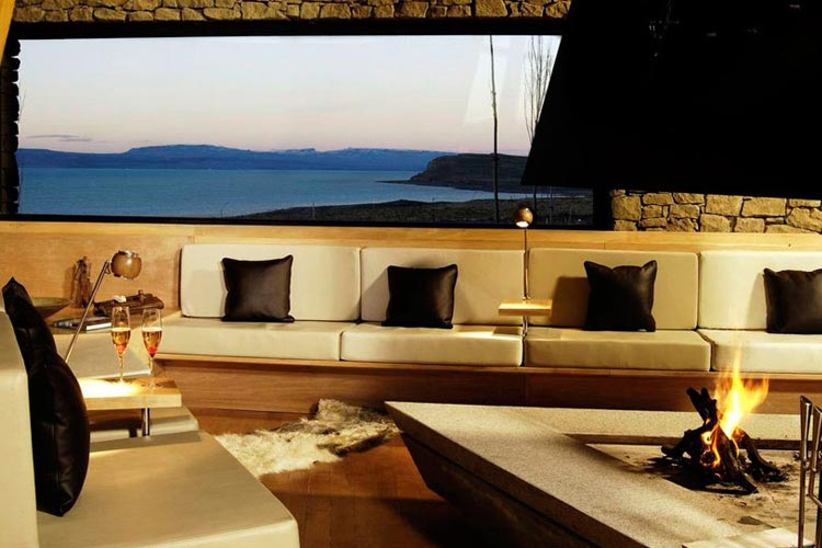 Fireplace with View - Design Suites Calafate - El Calafate