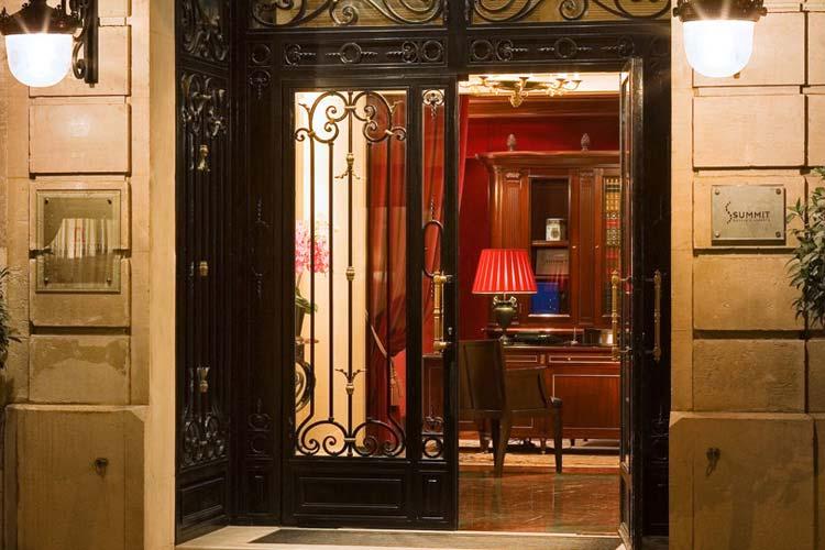 Entrance - Hotel François 1er - Paris