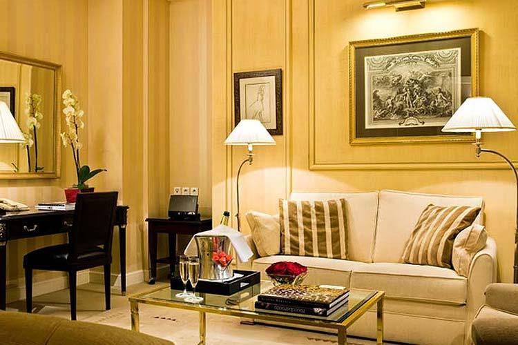 Suite - Hotel François 1er - Paris