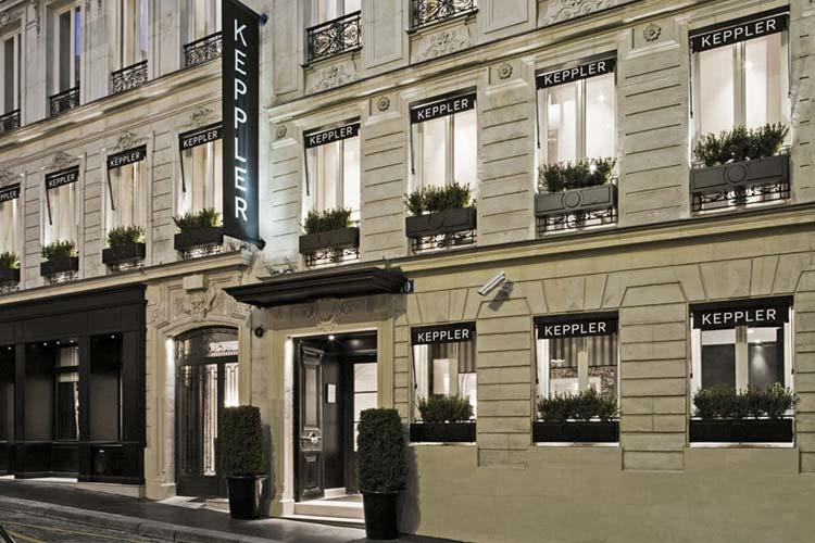 Entrance - Hotel Keppler - Paris