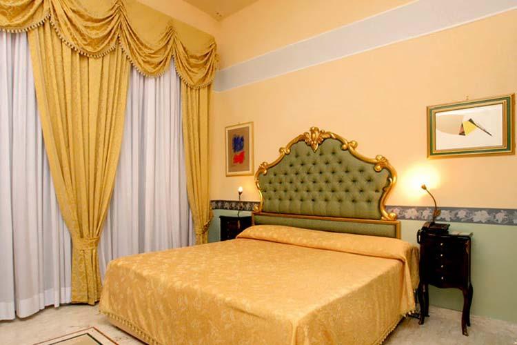 Dependance Economy Room - Art Hotel Galleria Umberto - Naples