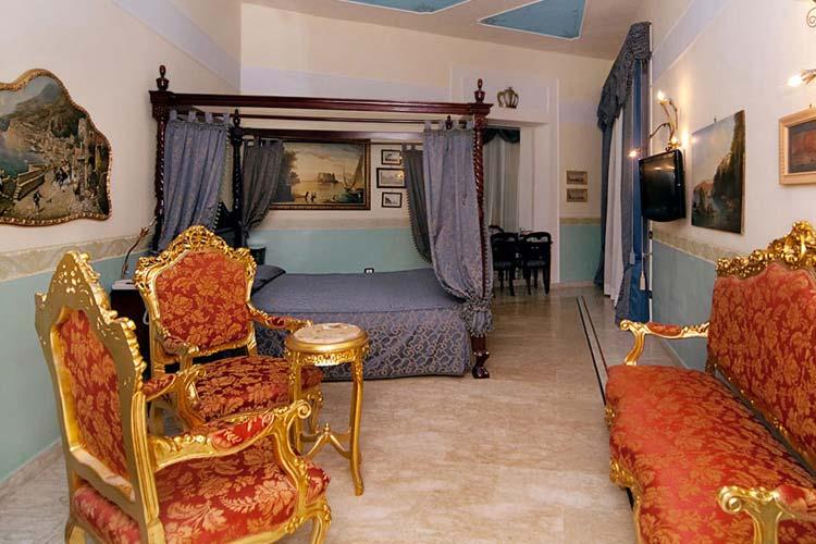 Van Gogh Gallery Room - Art Hotel Galleria Umberto - Naples