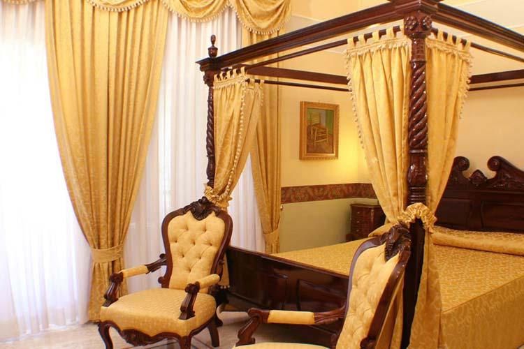 Van Gogh Gallery Room - Art Hotel Galleria Umberto - Neapel