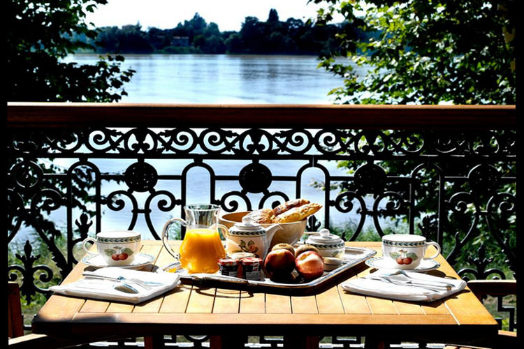 Breakfast at the Terrace - Chateau Grattequina - Blanquefort