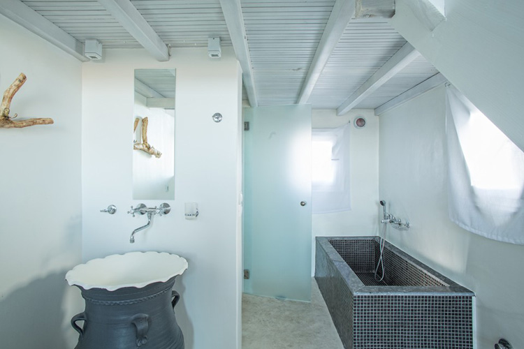 Studio Apartment - Almyra Guest Houses - GREECE