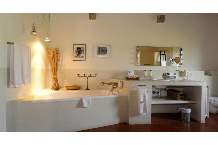Junior-Suite-Bathroom - Mas Falgarona - Costa Brava