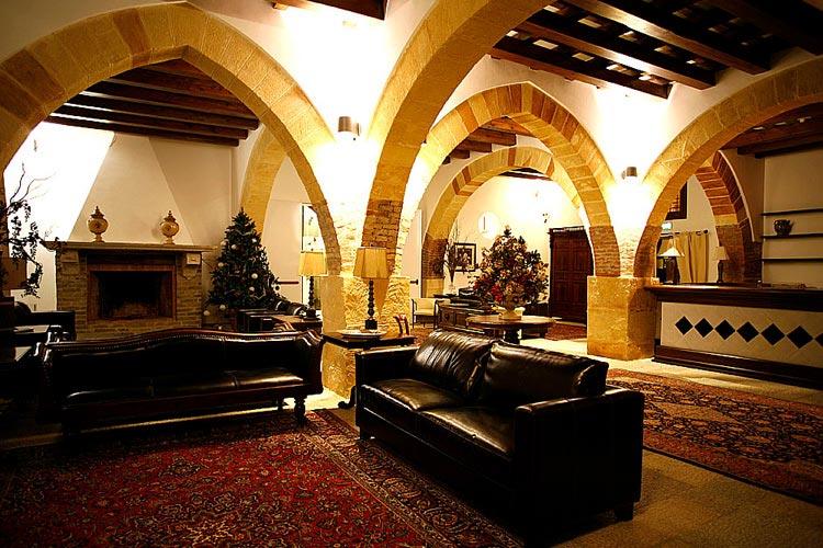 Lounge with Fireplace - Hotel Carmine - Marsala