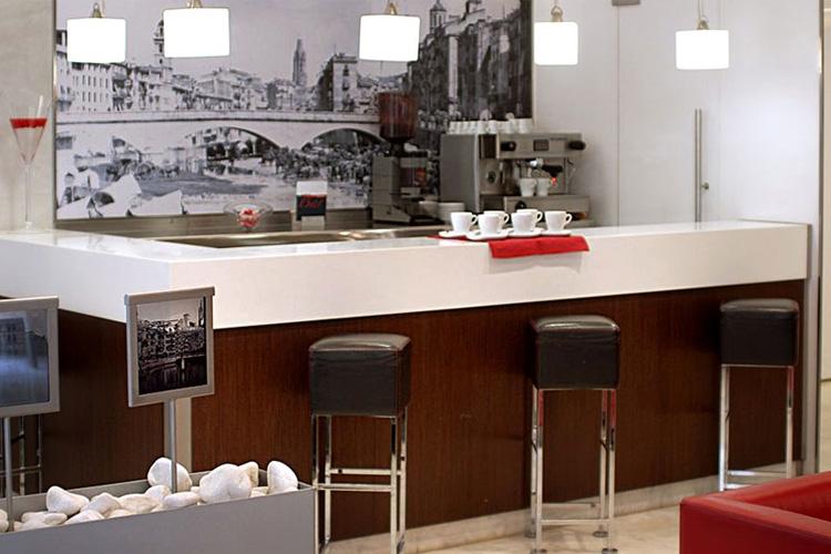 Hotel ciutat de girona h tel boutique g rone for Hotel familiar girona