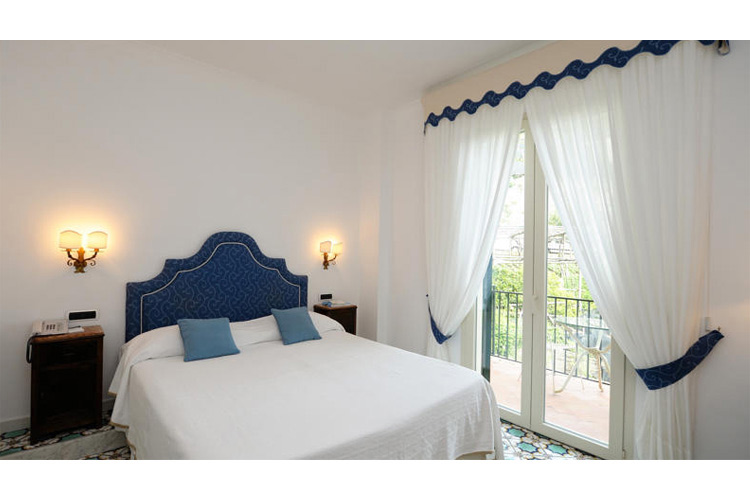 Standard Double or Twin Room with Partial Sea View - Hotel Santa Caterina - Costa Amalfitana