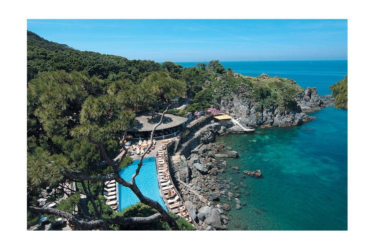 Aereal View of the Pool And Outdoor Restaurant - Mezzatorre Resort & Spa - Capri, Ischia und Procida