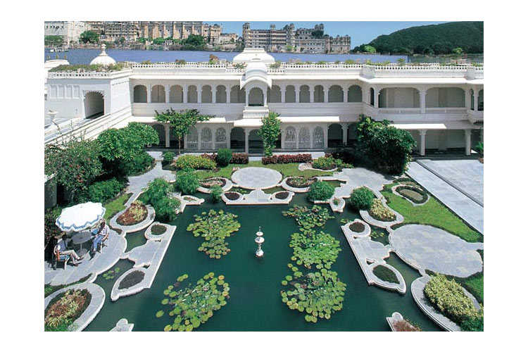 Taj lake palace a boutique hotel in udaipur for Terrace jhula
