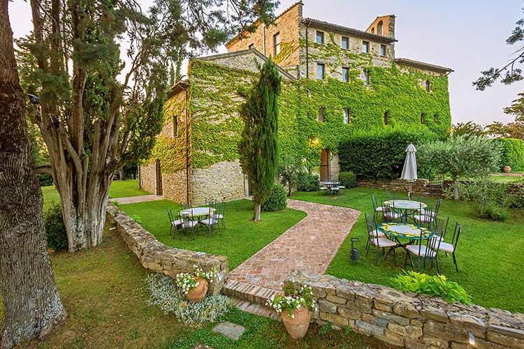 Borgo di bastia creti a boutique hotel in umbria for Design hotel umbrien