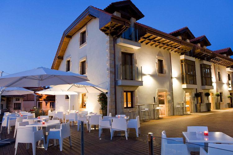 Tinas de pech n un hotel boutique en cantabria for Small great hotels