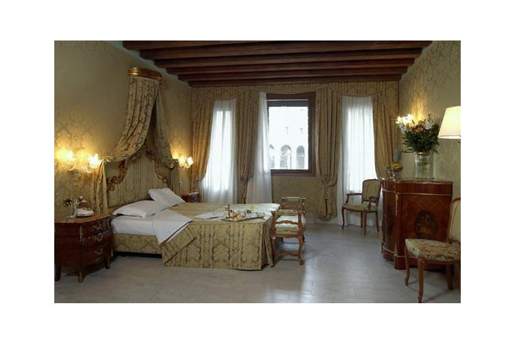 Deluxe Room with Canal View - Al Ponte Antico Hotel - Venedig