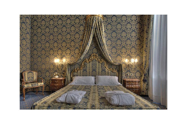 Superior Double Room - Al Ponte Antico Hotel - Venice
