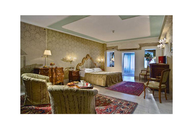 Junior Suite with Canal View - Al Ponte Antico Hotel - Venice