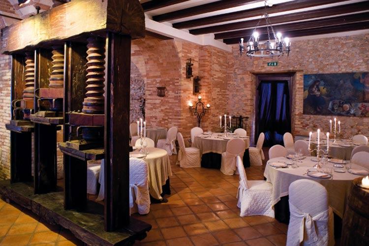 Restaurant - Castello Chiola - Loreto Aprutino