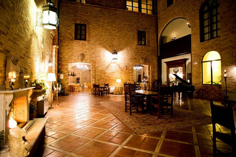 Courtyard - Castello Chiola - Loreto Aprutino