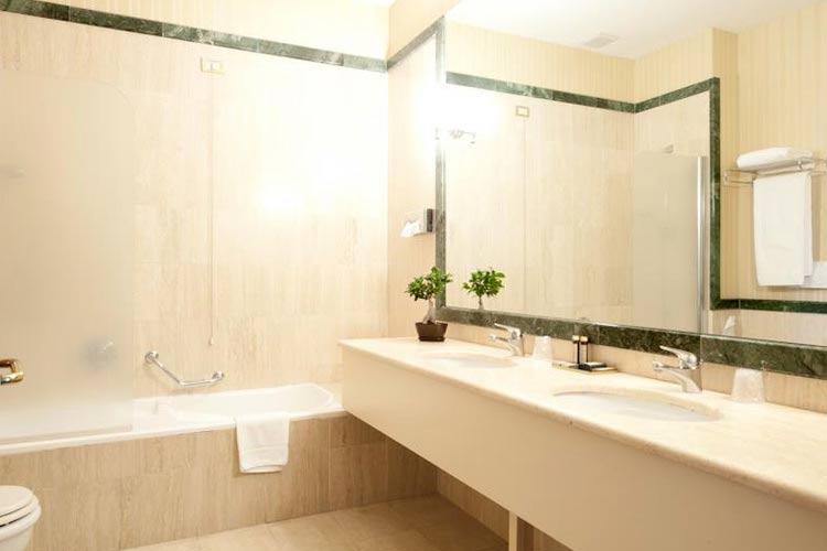 Bathroom - Castello Chiola - Loreto Aprutino