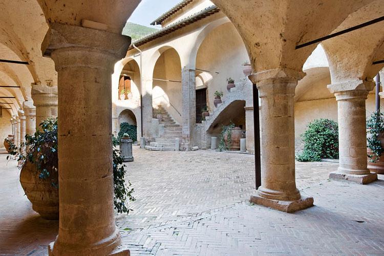 Courtyard - Abbazia San Pietro in Valle - Ferentillo