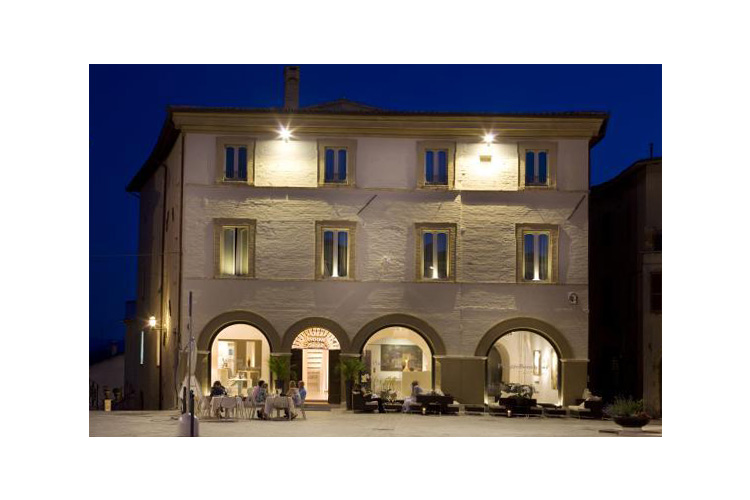 Palazzo bontadosi a boutique hotel in umbria for Hotel design umbria
