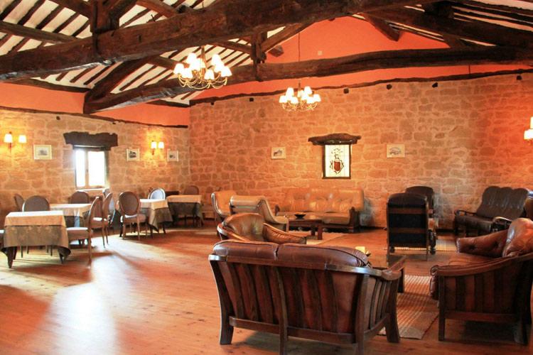 Palacio de casafuerte un hotel boutique en la rioja for Hotel diseno la rioja