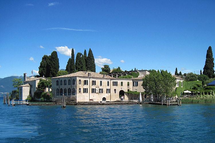 Locanda san vigilio a boutique hotel in garda lake for Small great hotels