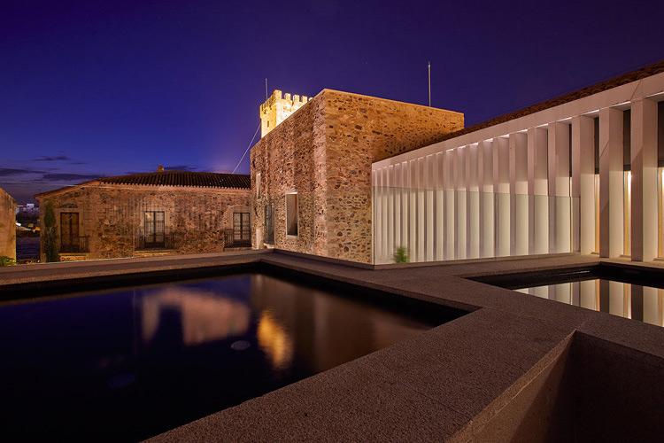 Exteriors by Night - Atrio Restaurante Hotel - Cáceres