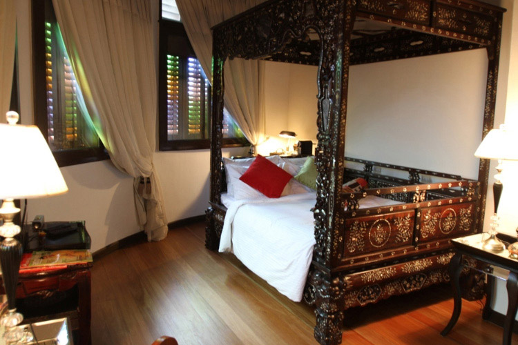 Opium Superior Queen Room - Campbell House - Georgetown
