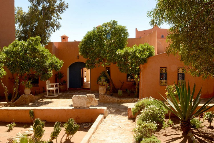 Garden-and-Entrance - Hotel Baoussala - Essaouira