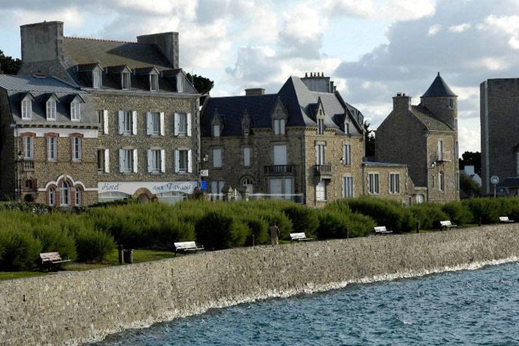 Facade - L'Hôtel aux Tamaris - Roscoff