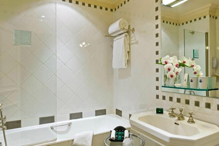 Bathroom - Hotel d'Aubusson - Paris