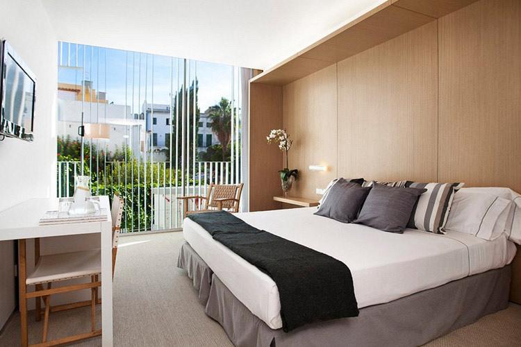 Triple Room - Alenti Sitges Hotel & Restaurant - Sitges