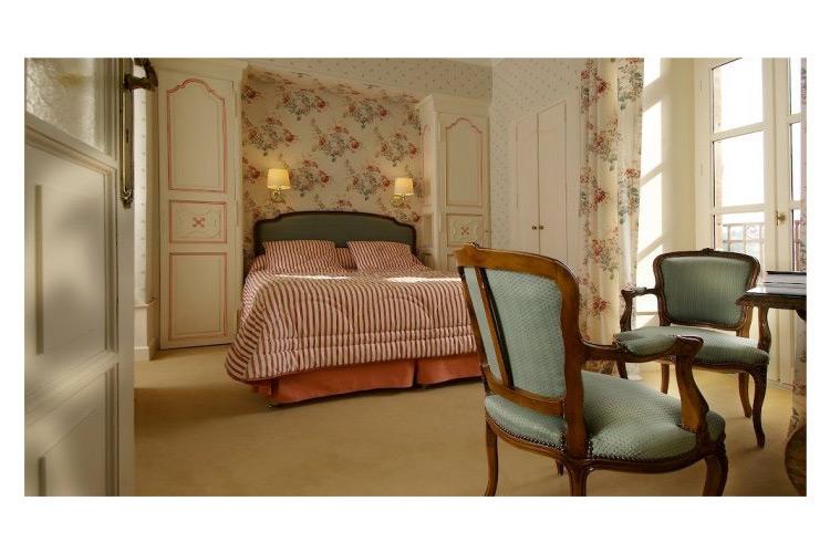 Chateau De Castel Novel  A Boutique Hotel In Varetz