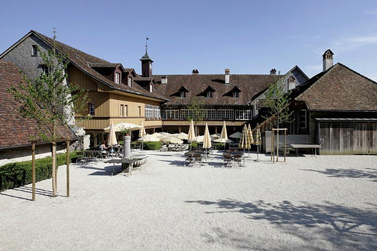 Hotel clo tre de l 39 le saint pierre h tel boutique cerlier for Small great hotels