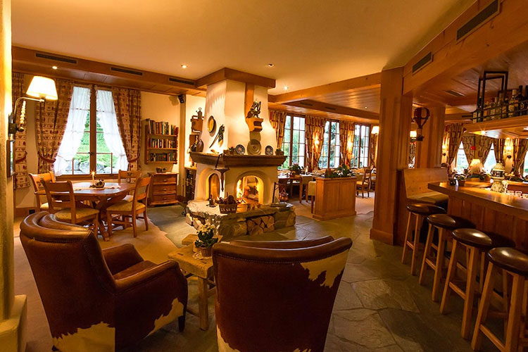 Bar and Fireplace - Hotel le Grand Chalet - Gstaad