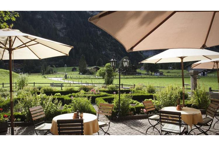 Terrace and Garden - Landgasthof Ruedihus - Kandersteg