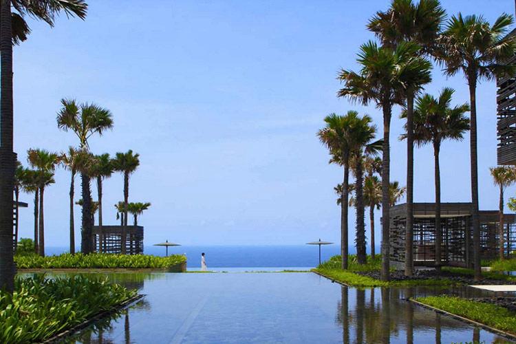 Infinity View and Pond at the Lobby - Alila Villas Uluwatu - Uluwatu