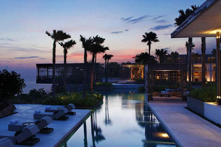 Infinity Pool and Sunset Cabana - Alila Villas Uluwatu - Uluwatu