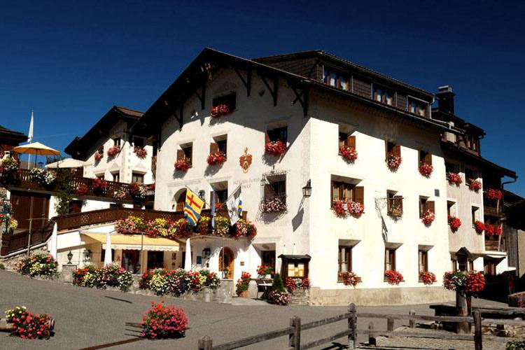 Facade - Schlosshotel Chastè - Tarasp
