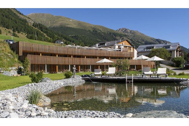 Facade - In Lain Hotel Cadonau - Brail