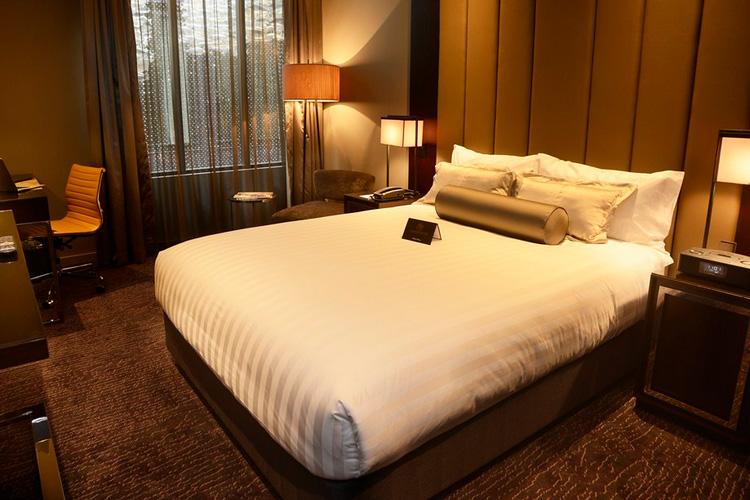 Petrie Queen Atrium - Gambaro Hotel - Brisbane