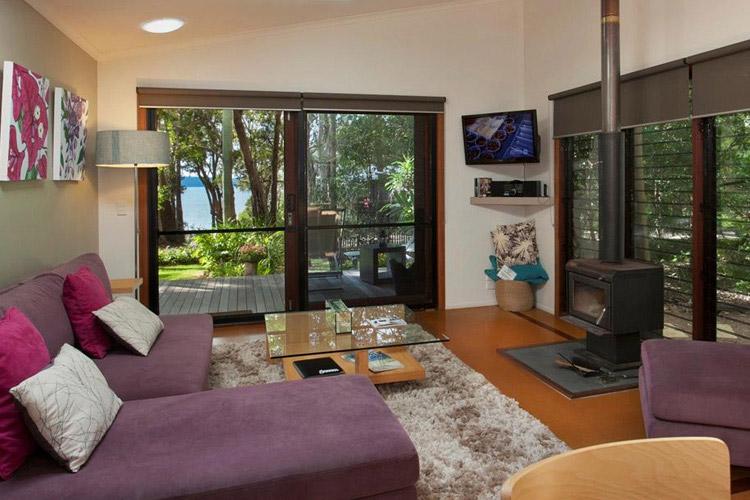 Alice's Garden Lakehouse - Eumarella Shores Noosa Lake Retreat - Noosaville