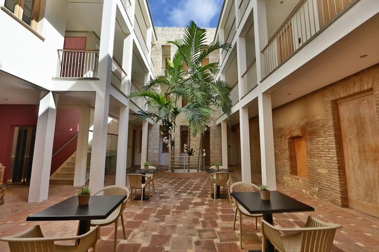 Courtyard - Billini Hotel - Santo Domingo