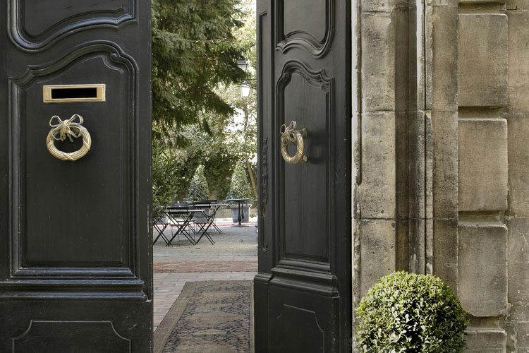 l 39 hotel particulier arles a boutique hotel in arles. Black Bedroom Furniture Sets. Home Design Ideas