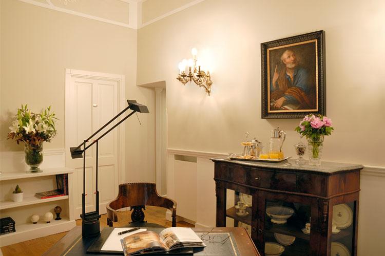 hotel condotti rome: